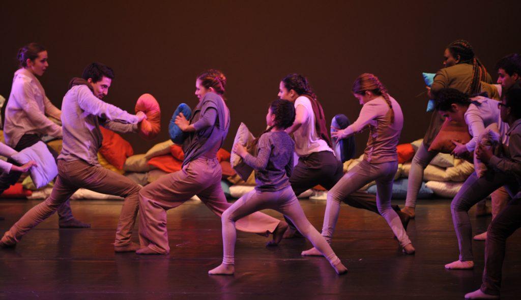 """""""Unutar zagrljaja'' plesna predstava i putujući koreografski laboratorij"""